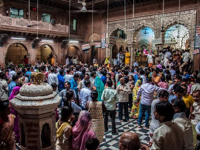 Bankey bihari temple crowd